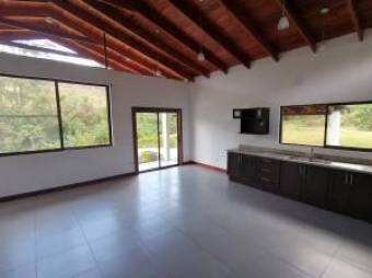 Amplia y hermosa casa en Residencial de San Ramón de Tres Ríos. #20-1327