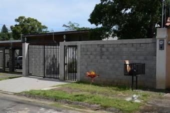 Casa amueblada con perimetro en vecindario tranquilo