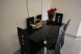Hermoso apartamento esquinero de dos plantas en condominio ubicado en Montes de Oca!