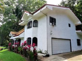 se vende espaciosa casa estilo californiano con lote de 3,333m2 en la garita 21-1450