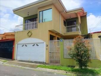 se vende espaciosa casa con patio en Barva Heredia 21-1447
