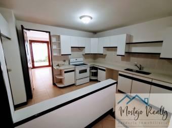 Preciosa y amplia casa en condominio , Escazú, cerca al Novillo Alegre