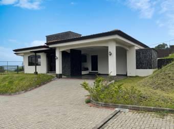 Casa NUEVA en Condominio Terrazas de San Isidro - Heredia