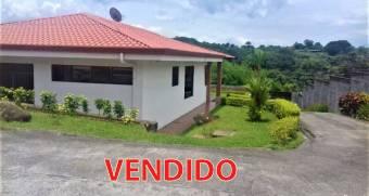Propiedad de 1300 m2. con una casa y dos apartamentos(codigo 1202)