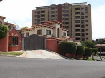 Venta de  preciosa casa condominio Escazú  MT 19-679