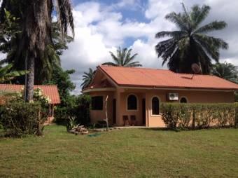 Casa con 2 cuartos cerca del varias playas