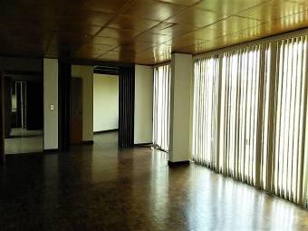 Se vende casa, excelente ubicacion. Lote 607m2. ( Código 1135).