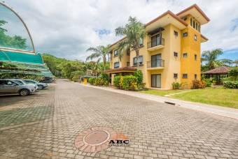 Apartamento en condominio The Oaks, Playa Tamarindo