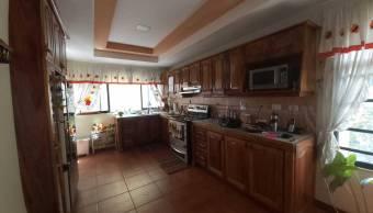 Estupenda casa a la venta en Curridabat Centro. #20-1506
