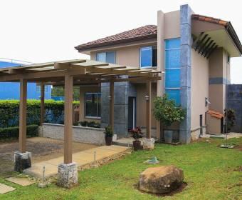 Hermosa casa en La Guácima