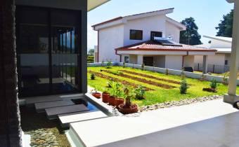Hermosa casa en San Rafael de Heredia