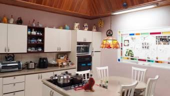Inversión segura de hermosa casa con excelente ubicación en Lourdes de Montes de Oca. #20-847