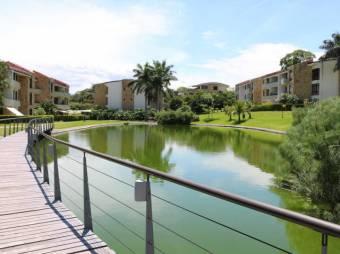 se alquila apartamento moderno con jardin en santa ana 20-1507