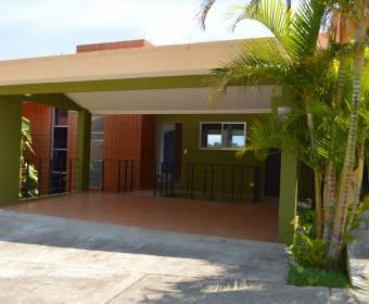 Hermosa casa de 2 plantas en condominio en Tibás. Remate bancario.