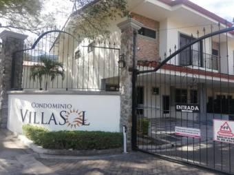 Venta de Casa en Rio Oro, Santa Ana. 21-1616a