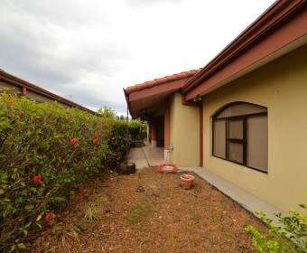 Hermosa casa en alquiler en condominio dentro de Ciudad Hacienda Los Reyes.
