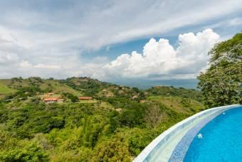 Villa en Atenas inspirada en Bali