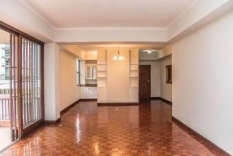 Muy amplio apartamento de 3 dormitorios y cuarto de servicio