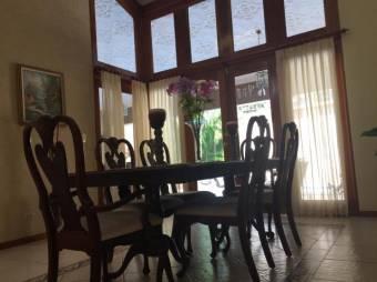 Venta de Casa en Alajuela Centro #19-381