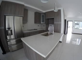Se Alquila-Vende Amplia Casa En Condominio En Santa Ana