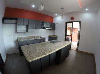 Se Alquila Amplia Casa Independiente En Escazu