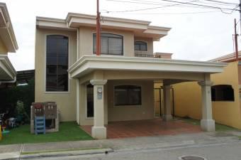 Hermosa casa ubicada en condominio seguro y completamente nuevo