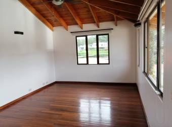V#27 Amplia casa en alquiler en condominio/ Curridabat
