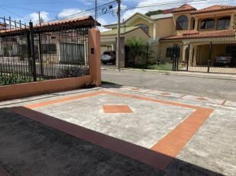 CG-20-438. Espectacular y Cómoda Casa en Venta.    En  HerediaSanJoaquinFlores.