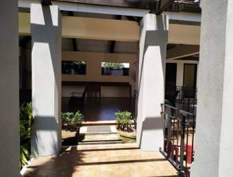 V#36 Venta Lujosa casa en condominio / Santa Ana