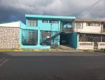 V#80 Amplia casa en venta/ Desamparados