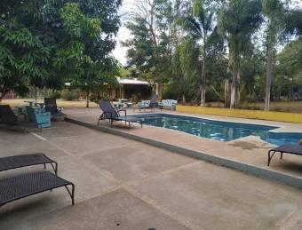 Dueño vende- Hotel cerca de Tamarindo, con piscina y 7 unidades de alquiler!