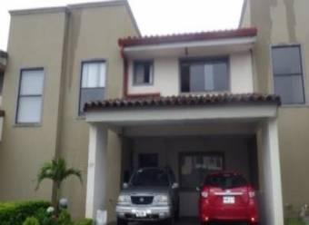 Remate bancario/ se vende casa en Santo Domingo de Heredia/156.3m2