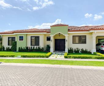 Hermosa casa en condominio dentro de Ciudad Hacienda Los Reyes.