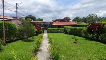 Venta de amplio terreno con edificación en Barva de Heredia #21-2454