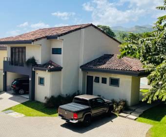 Hermosa casa en condominio en Río Oro de Santa Ana. Remate bancario.