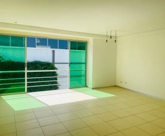 Hermoso apartamento en condominio en Santa Ana. REMATE BANCARIO
