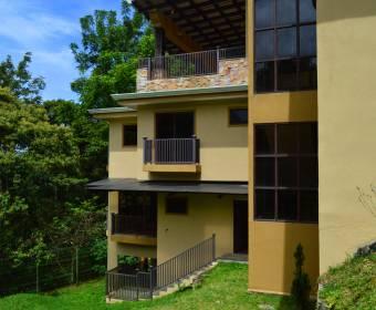 Hermosa mansión en San Ramón de Tres Ríos. Remate bancario.