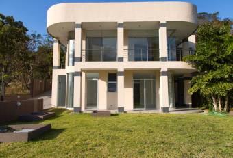 Lujosa Casa en Santa Ana