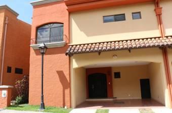 Se alquila linda familiar casa en Santa Ana, 21-2573