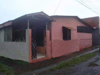 Bonita casa  en Guápiles Centro, En Venta.  CG-20-1744