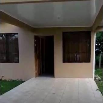 Bonita casa familiar Ubicada en Guápiles, En Venta.  CG-20-933