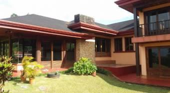 Casa amplia para vivienda o comercio