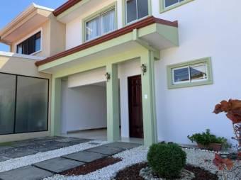 CG-20-522.  Espectacular y Cómoda Casa  en Venta.  En ALAAlajuelaCentro.