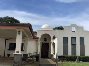 CG-20-1756.  Exclusiva y Cómoda Casa en Venta.  En ALAAlajuelaCentro.