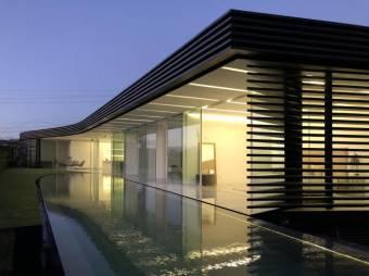 Casa en Venta en Santa Ana Listing 20-1176
