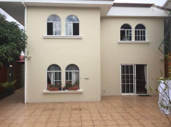 Casa con muy buena ventilación y hermoso jardin