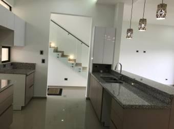 Propietario vende casa nueva en condominio de alta plusvalía 8881-9859 con Edel