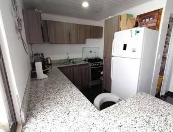 A la venta propiedad con 1 casa y 2 apartamentos en Purral Goicoechea. #20-1851