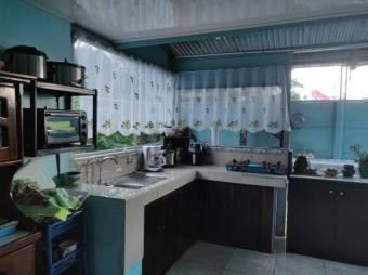 CG-20-1974.  Moderna  y  Hermosa Casa en Venta.  En Guápiles.