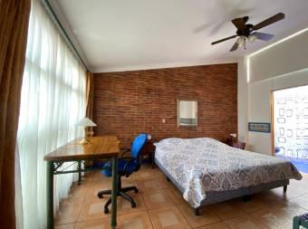 Venta Hotel San Pedro UCR 980m2 a $650.000 (AV-3680)